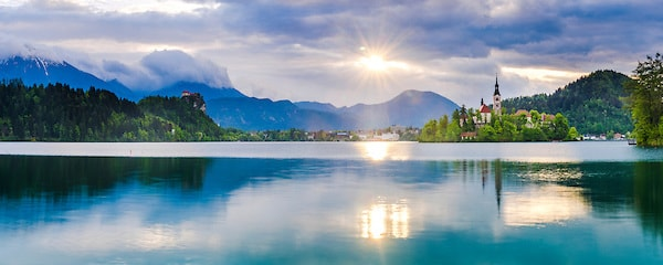 Slovenia-landscape-Lake-Bled-at-sunrise-showing-the-Church-on-Lake-Bled-Island-and-Bled-Castle-Gorenjska-Region-Slovenia-Europe-min