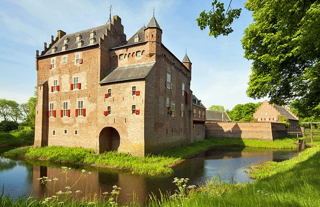 netherlands-arnhem-doorwerth-castle-min